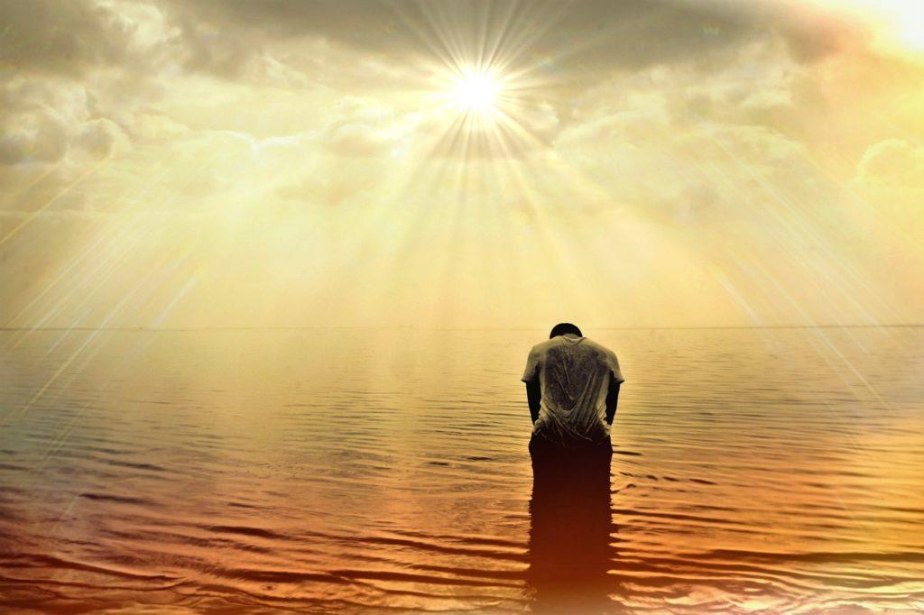 Rezo del Rosario del Espíritu Santo en la playa