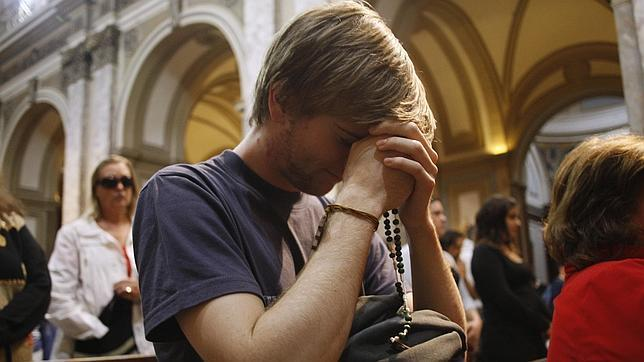 Cómo rezar el rosario en la iglesia