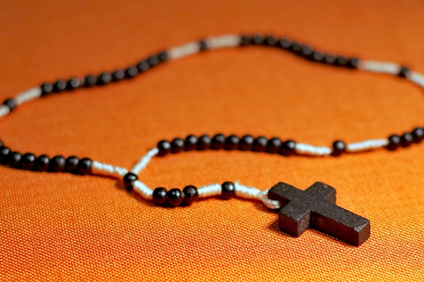 Rosario de madera para rezar