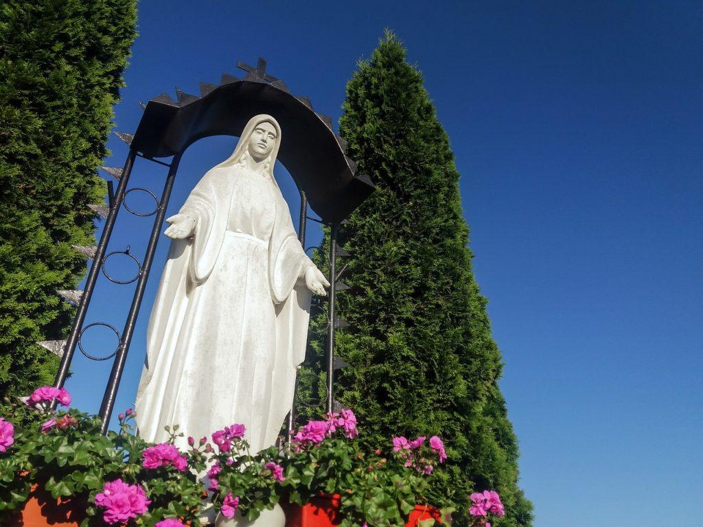 Virgen Maria para rezar las letanías del rosario